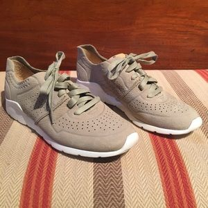 Ugg Tye Laceup Leather Perforated Fashion Sneaker